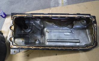 BMW 320i オイル漏れ修理の施工前画像